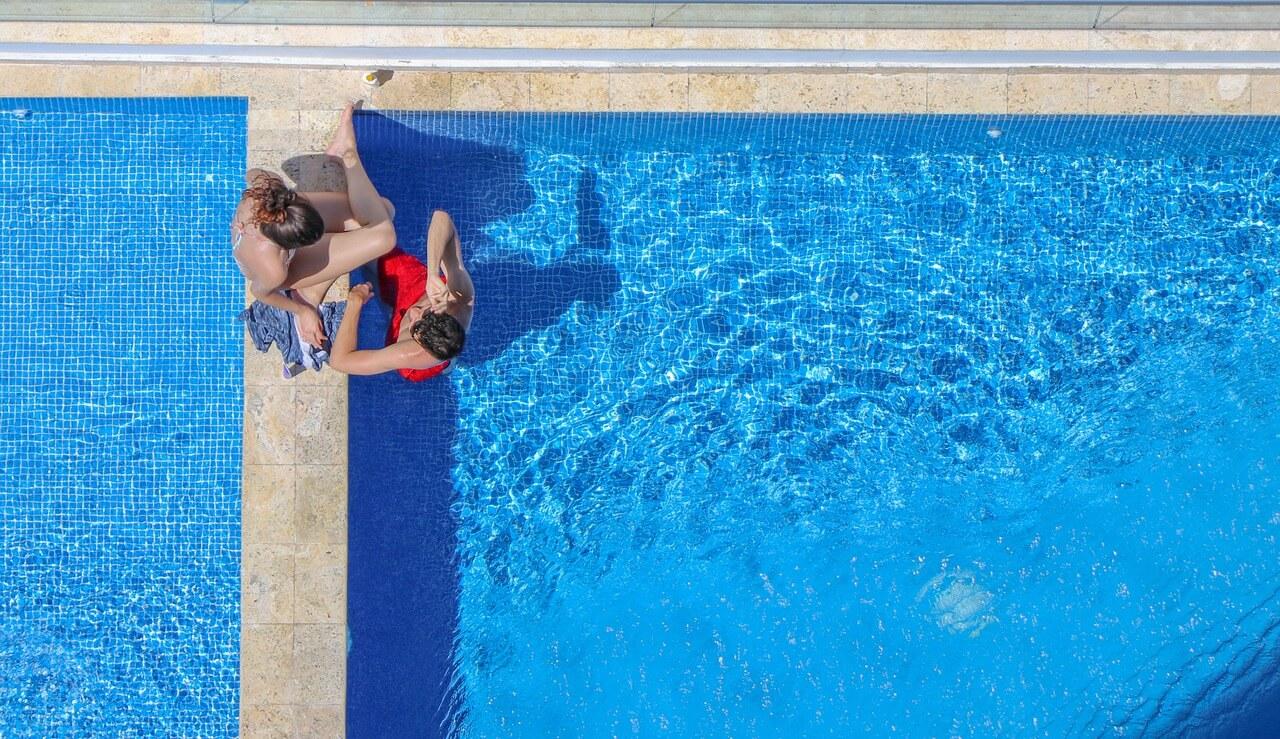 בריכת שחיה לחצר
