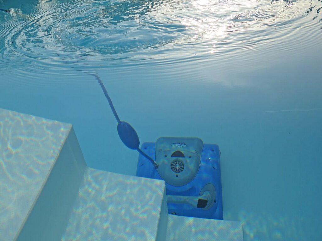 מים עכורים בבריכה